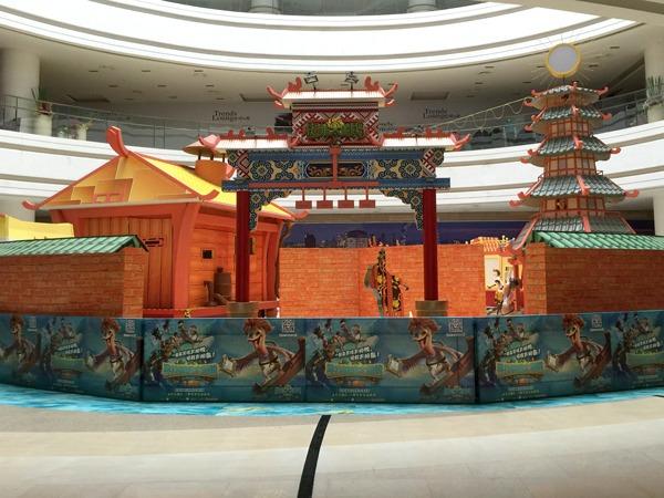 超能太阳鸭北京站主题展布置